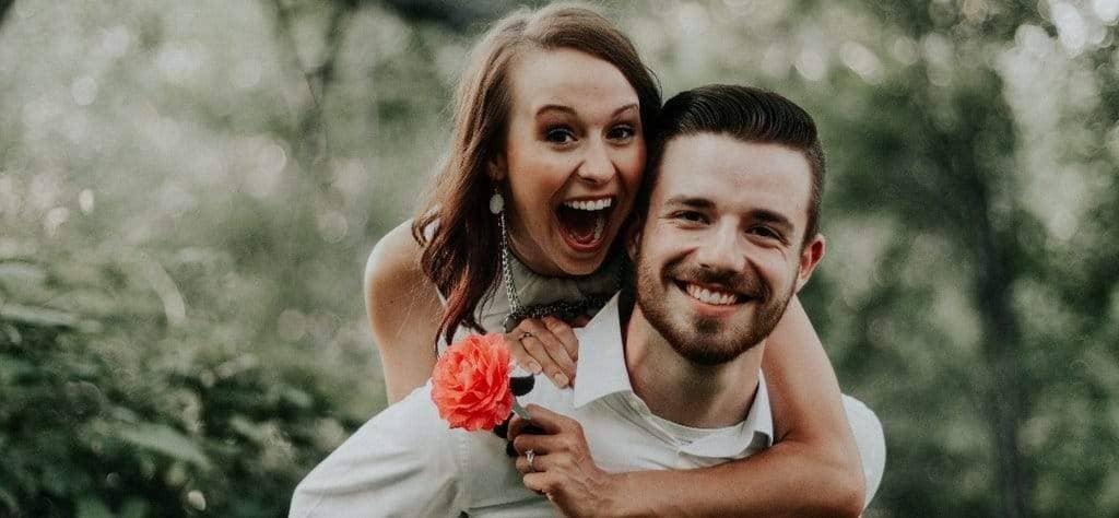 couple heureux plug anal