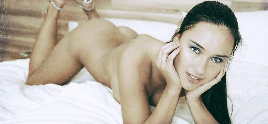 femme nue sexy attends sextoy